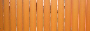 To jest wycinek zdjęcia ze strony: https://ogrodzeniaplastikowe.pl/galeria-ogrodzen-everwood/